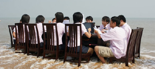 Chinese students study in South China Sea