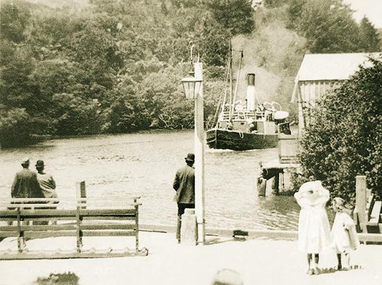 Steamboat Ōrewa approaching the Warkworth wharf