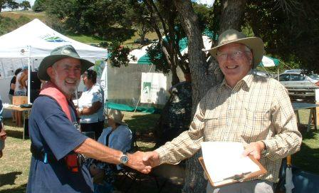 Roger Williams receives prize from Michael Gordon