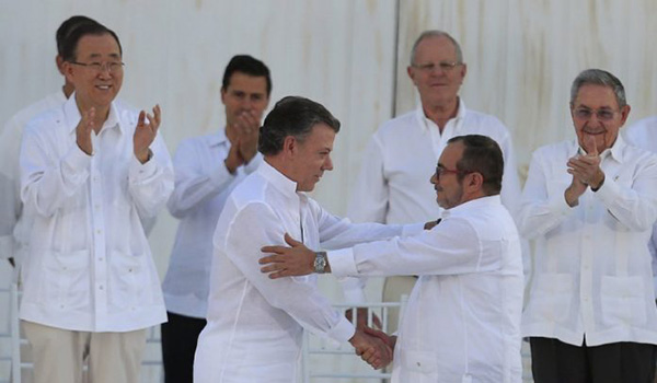 Signing Colombian peace agreement