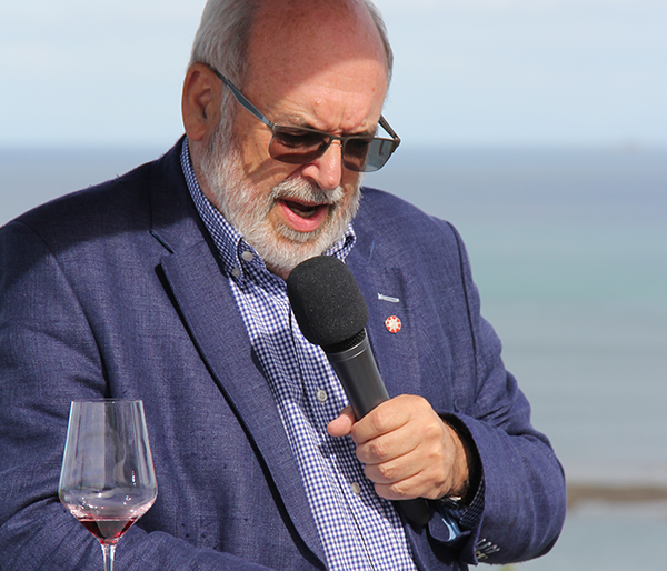 Distinguished Professor Sir Peter Gluckman speaking at Te Muri Crossing charity cocktail party, 21 November 2020