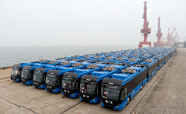 Yutong ZK5120C on wharf before being driven aboard the Eukor, Port of Lianyungang, China